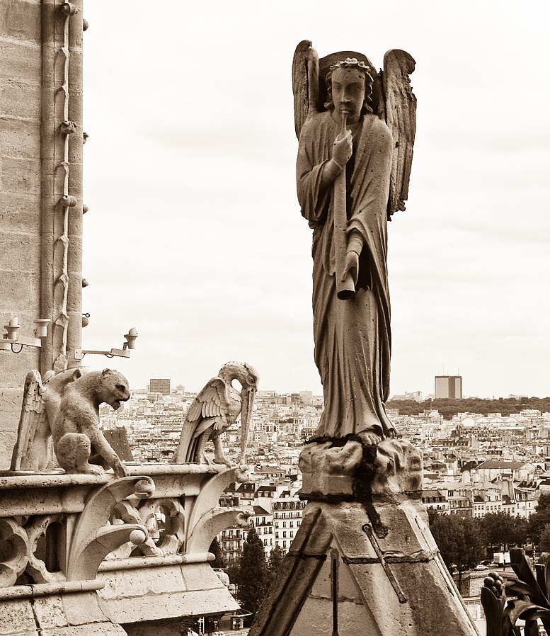 2019 04 19 -Angel of the Resurrection Notre-Dame Paris May 2009